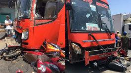 Xe khách tông liên hoàn trên QL1, 5 người thương vong