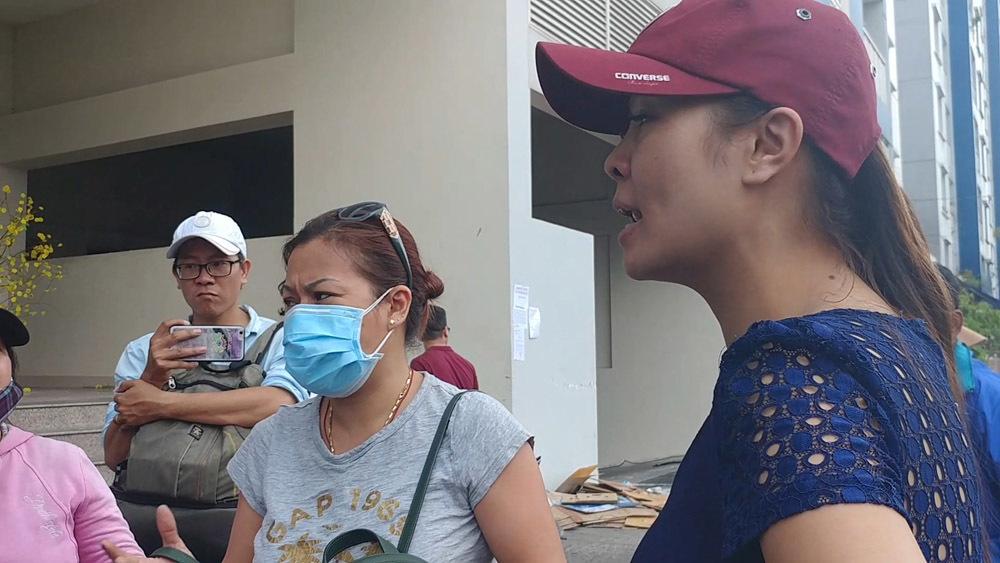 Cháy chung cư Carina Plaza: Cư dân thấy kẻ lạ phá cửa 'hôi của'