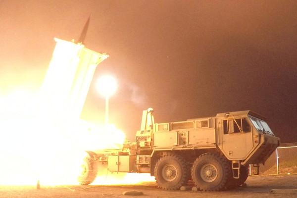 Xem Ảrập Xêút bắn hạ tên lửa phiến quân