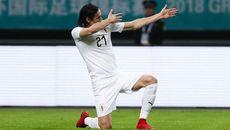 """Cavani """"nổ súng"""", Uruguay khiến xứ Wales và Giggs ôm hận"""