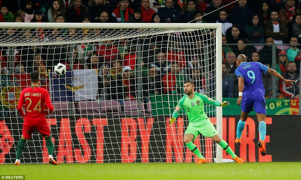 Ronaldo 'tịt ngòi', Bồ Đào Nha thua tan nát Hà Lan