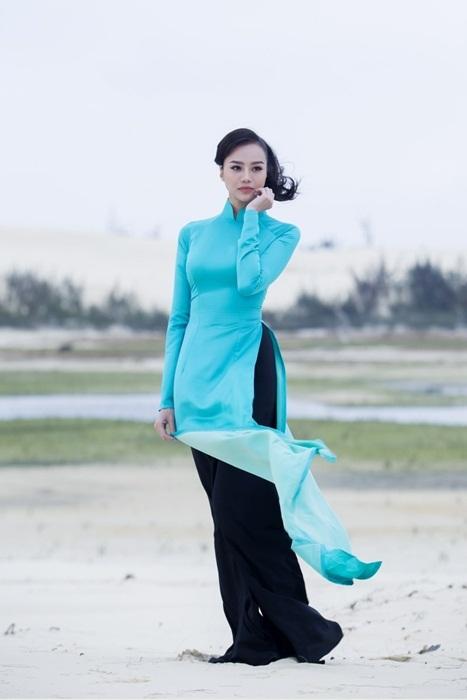 Người đẹp diện áo dài khoe dáng tại Quảng Bình