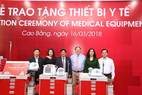 Quỹ Toyota VN trao tặng thiết bị y tế tại Cao Bằng