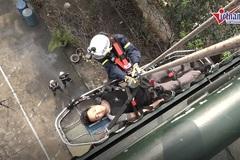Xem lính cứu hoả nữ đu dây cứu người ở Hà Nội