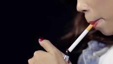 Nữ sinh 17 tuổi hút thuốc trên máy bay bị bắt quả tang