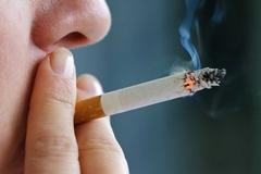 Cấm bay 9 tháng khách hút thuốc, tự ý mở cửa thoát hiểm trên máy bay