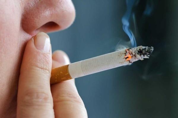 Hút thuốc trên máy bay, nam hành khách bị cấm bay 12 tháng