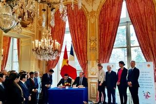 Việt Nam ký kết hợp tác với Pháp về công nghệ vũ trụ và sở hữu trí tuệ