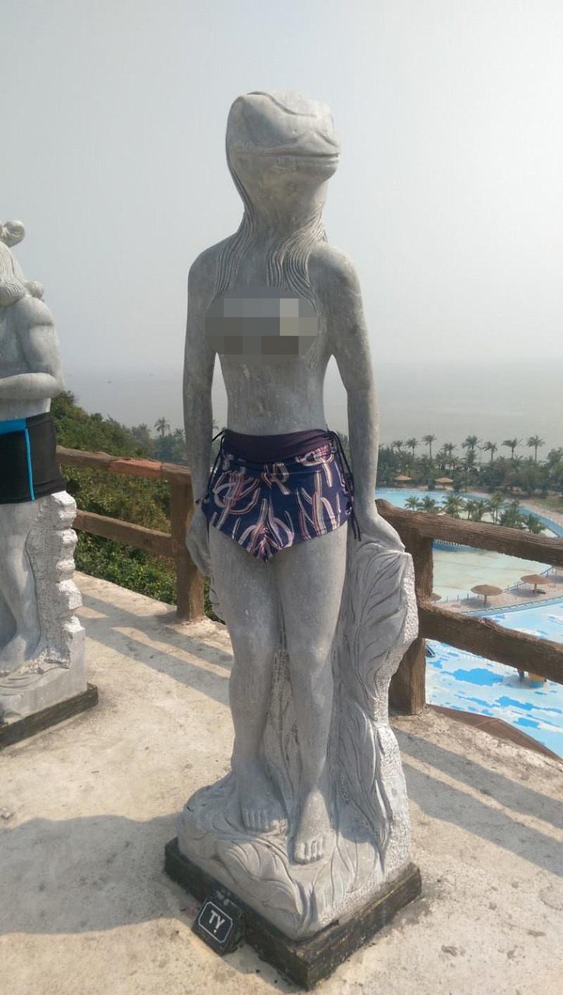 Tượng 12 con giáp khỏa thân như người ở Hòn Dáu được mặc quần bơi
