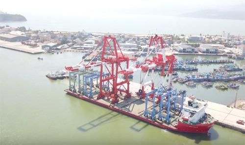 Cảng Quy Nhơn thử nghiệm hệ thống cẩu trục 200 tỷ đồng