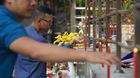 Hàng chục người cầu siêu cho 13 nạn nhân vụ cháy Carina Plaza