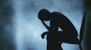Quan hệ đồng giới, người đàn ông bị liệt mặt, tổn thương thần kinh