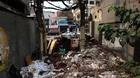 Rác thối ngổn ngang án ngữ trong chung cư mặt phố Hà Nội