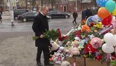 Tổng thống Putin đặt hoa tưởng niệm nạn nhân hỏa hoạn