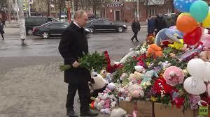 Putin đặt hoa tưởng niệm