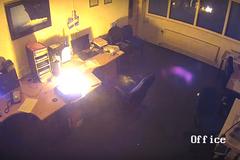 Hiểm họa chết người khi sạc laptop qua đêm