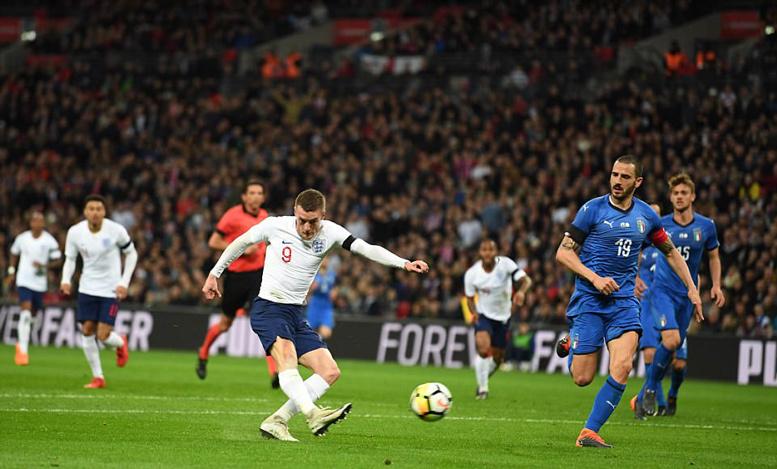 Anh đánh rơi chiến thắng phút chót trước Italia