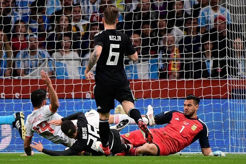 Messi uất nghẹn, Argentina thua thảm 1-6 Tây Ban Nha