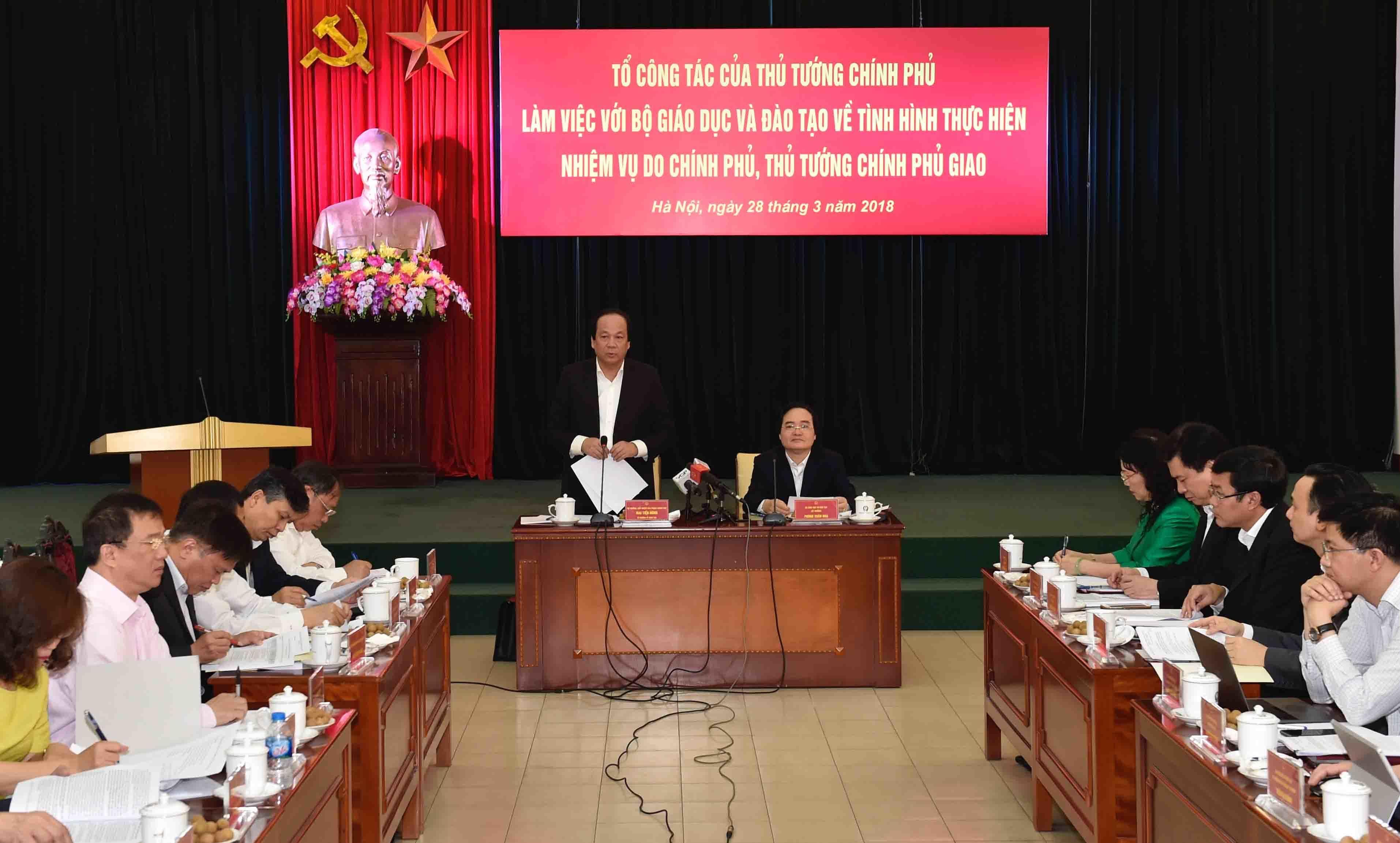 giáo viên quỳ,Bộ trưởng Giáo dục,Phùng Xuân Nhạ