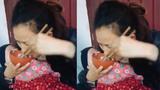 Trào nước mắt khi nhìn người mẹ ăn cơm