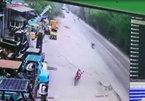 Pha lật xe như phim hành động trên phố Hà Nội khiến dân mạng hoảng hốt
