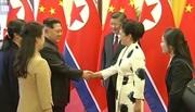 Vợ chồng Jong Un được tiếp đón trang trọng ở TQ