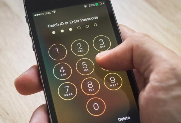 FBIép Apple tạo cổng hậu iPhone