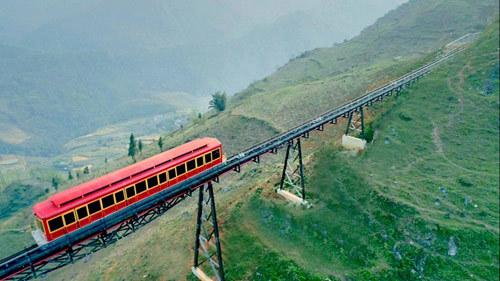 Sun Group khai trương tuyến tàu hỏa leo núi dài nhất VN