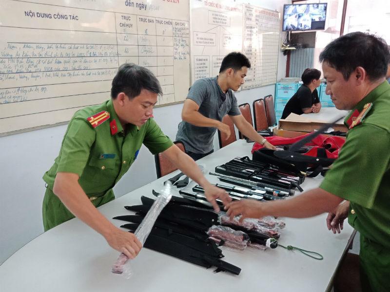 Giật mình trước kho súng điện, đao kiếm 'khủng' vừa bị triệt phá ở Sài Gòn