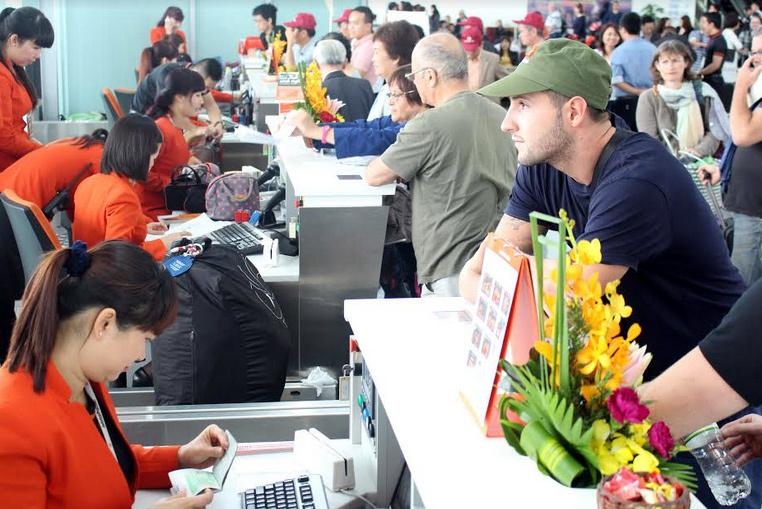 Tuyệt chiêu tránh mua vé máy bay giá đắt du lịch Quy Nhơn