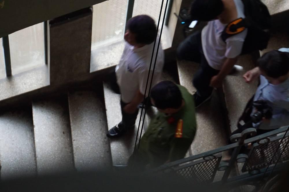 Ông Đoàn Ngọc Hải chỉ đạo làm thang thoát hiểm cho chung cư cũ
