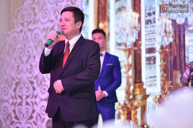 Vợ chồng Chí Trung rạng ngời hạnh phúc trong ngày cưới con trai út