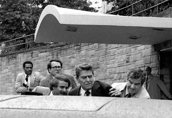 Ngày này năm xưa: Tổng thống Mỹ bị bắn vào ngực