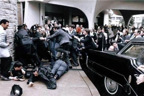Reagan bị bắn