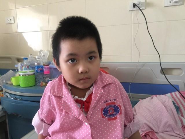 Chồng mất sớm, vợ tần tảo lo cứu con trai u màng não