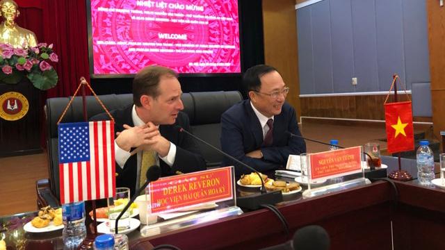 Giáo sư Hoa Kì trao đổi về chiến lược phòng vệ an ninh mạng