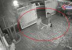 Nghĩ con gái bị ma nhập, bố mẹ đánh đập kéo lê về nhà