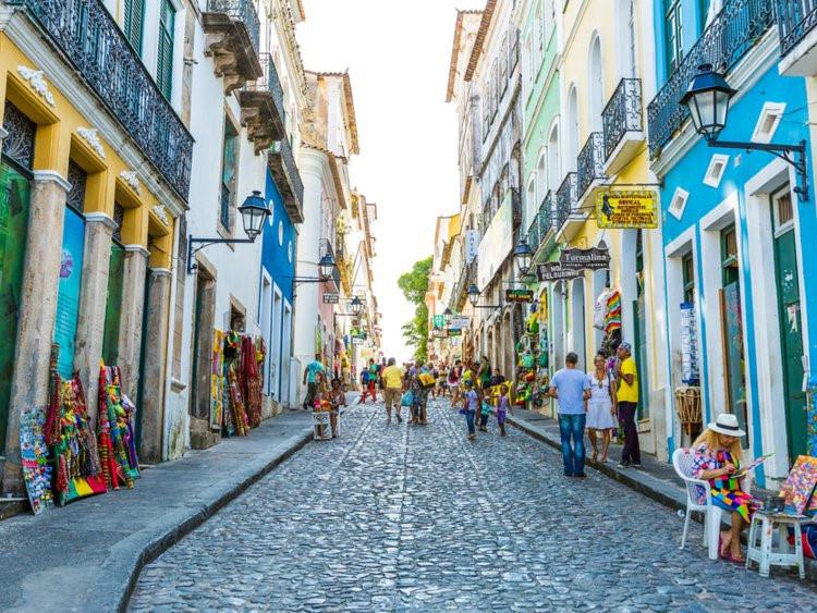 Đi du lịch nước ngoài, đưa tiền tip sao cho đúng?