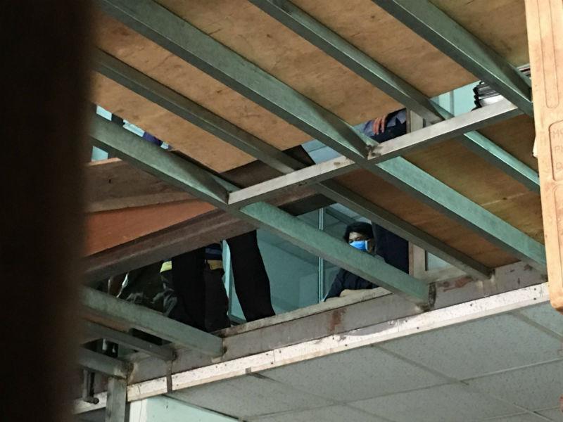Công an kiểm tra hiện trường vụ giết 5 người trong 1 nhà gây rúng động