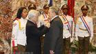 Tổng bí thư trao Huân chương Sao vàng tặng Chủ tịch Cuba