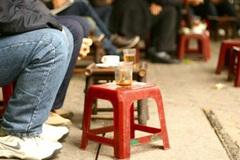 """Bị """"ném đá"""" vì than kinh doanh lỗ do khách ngồi quá lâu, chủ quán cà phê cóc lên tiếng"""