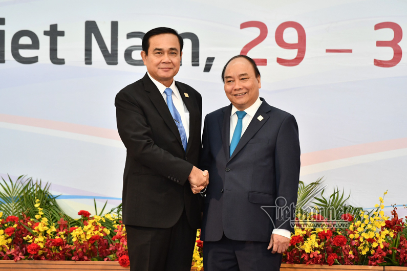 Hình ảnh Thủ tướng đón các Trưởng đoàn dự GMS6 và CLV10