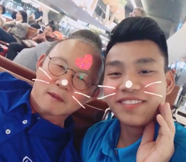 Thầy Park thể hiện tình cảm cực đáng yêu cùng học trò