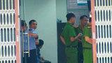 Hai kẻ bịt mặt nghi dùng súng cướp ngân hàng ở Sài Gòn