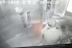 Camera giám sát hé lộ cảnh tượng kinh hoàng trong thang máy