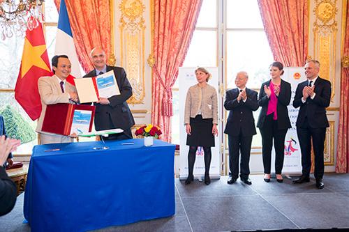 Nhìn từ hình ảnh thoả thuận FLC - Airbus trên website Quốc hội Pháp