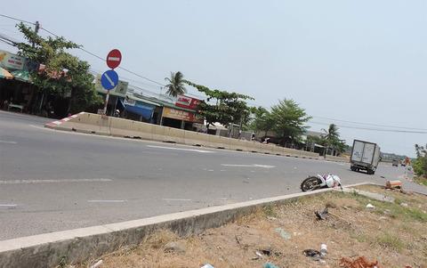 Băng qua đường, 2 vợ chồng bị xe thư báo tông tử vong