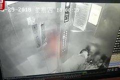 'Yêu râu xanh' cưỡng hôn hai bé gái trong thang máy gây phẫn nộ