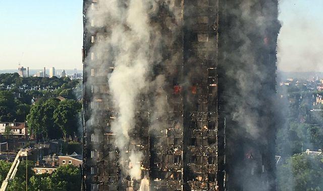 """Từ lá đơn """"kể tội""""Carina bàn về trách nhiệm đền dân sau cháy"""