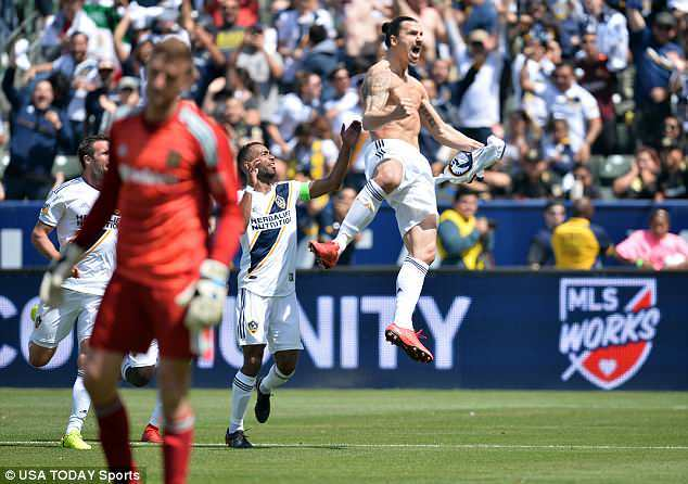 Ibra lập siêu phẩm trận ra mắt giúp LA Galaxy ngược dòng kinh điển